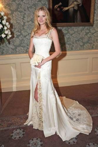 lara stone wedding - photo #2
