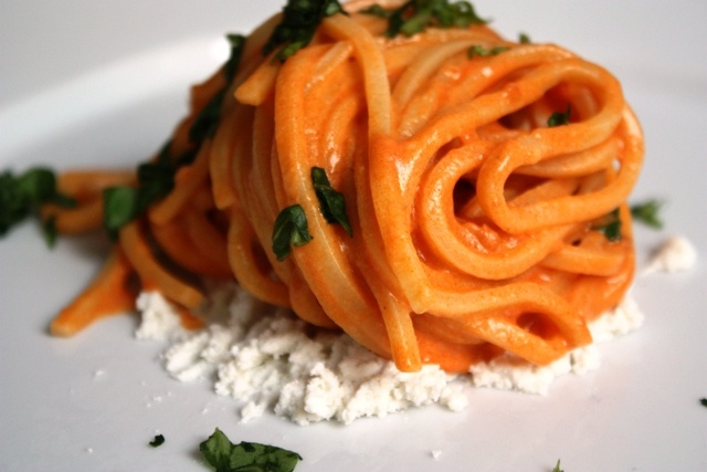 Pasta allo Scarpariello, ricetta tipica di Salerno in Campania. Detto anche, in dialetto, O' Scarpariello. Buon appetito www.bbplanet.it/dormire/salerno
