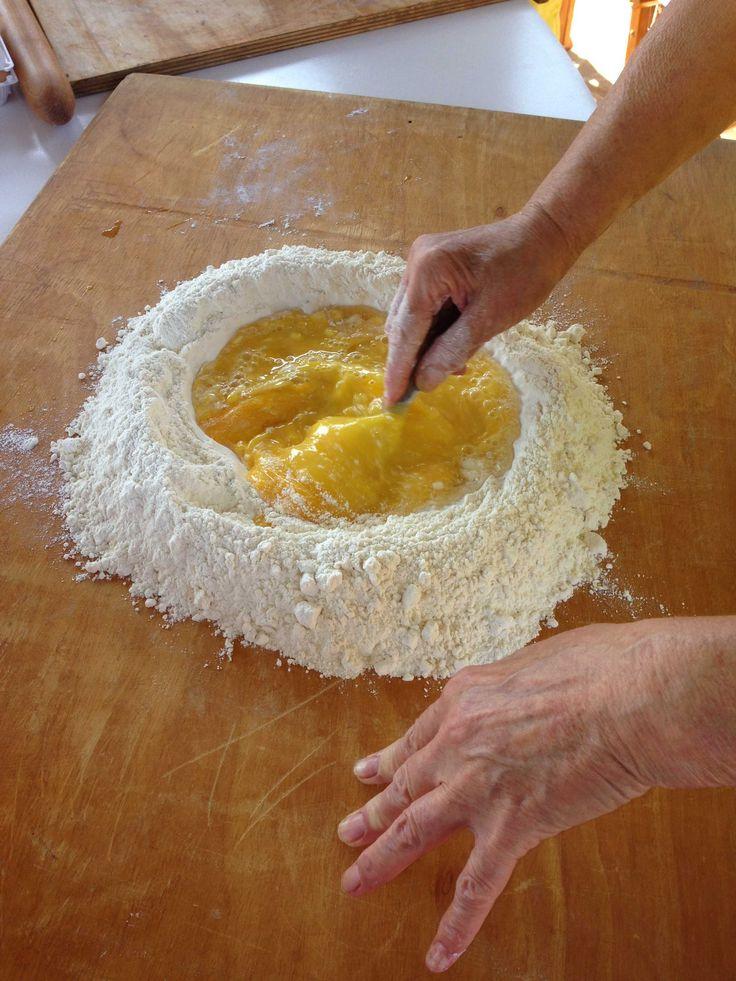 facciamo la #foglia #pastafattaincasa #homemadepasta #uova #farina #bakingingredients #italianfood #italianrecipes #pasta