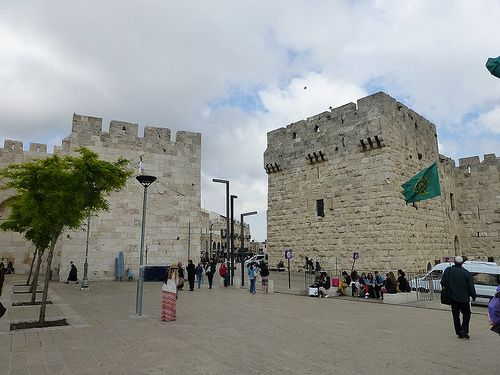 Jaffa gate (Jerusalem, Israël 2013) - Find the latest Israel cartoons and the latest news on Israel and the Middle East at http://www.israelnewsreport.net/jaffa-gate-jerusalem-israel-2013/