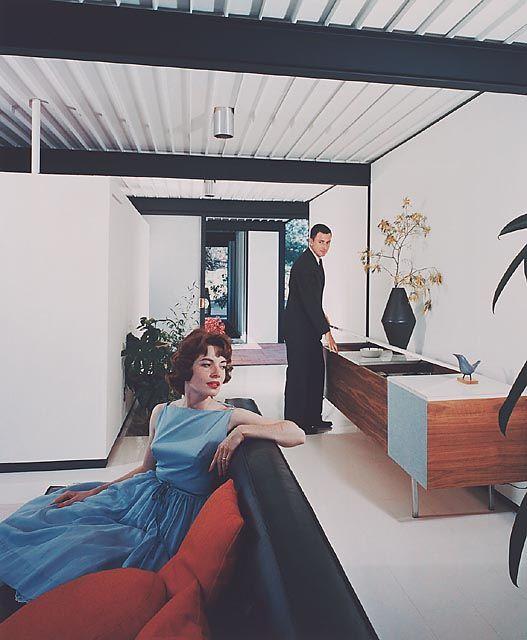 Case Study House No. 21 in Los Angeles by Pierre Koenig (1958), © Julius Shulman