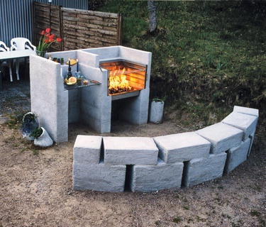 An even manlier grill. I hope the cinder blocks were ...