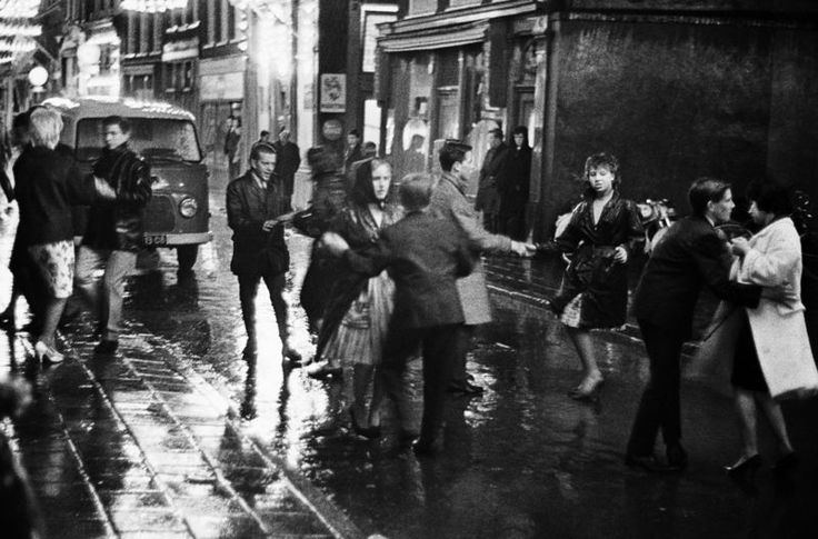 1956-1961 - Dancing in the street near the Nieuwmarkt in Amsterdam during the annual fair. Photo Ed Van Der Elsken #1956 #amsterdam