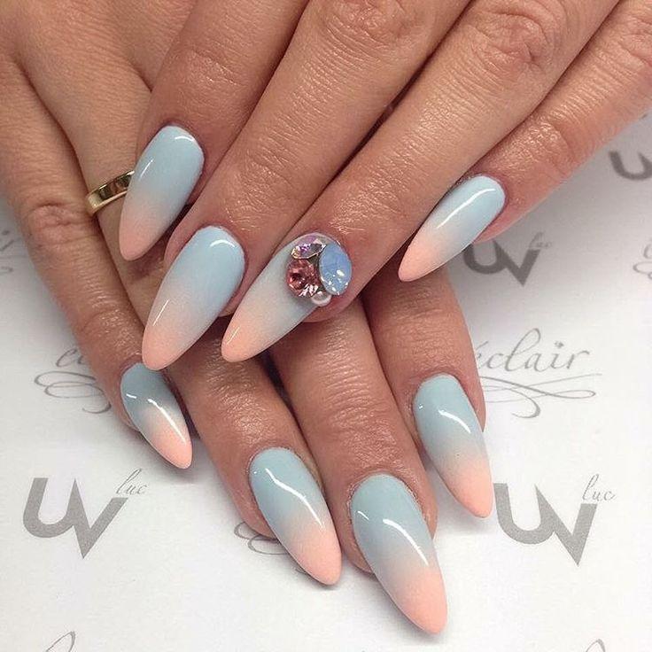 Hibiskus i superman uvgel Eclair #nails #nailswag #nailpolish #nailporn #nails2inspire  #swarovski  Www.eclair-nail.com