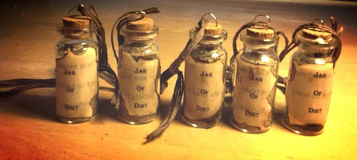"""Vintage Pirates Of The Caribbean """"Jar Of Dirt"""" necklace"""