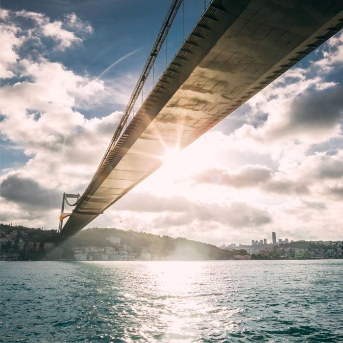 Globally renowned Instagram photographer Cole Rise (@colerise) really captures the setting sun over the stunning Bosphorus, in İstanbul where East meets West and Asia meets Europe.