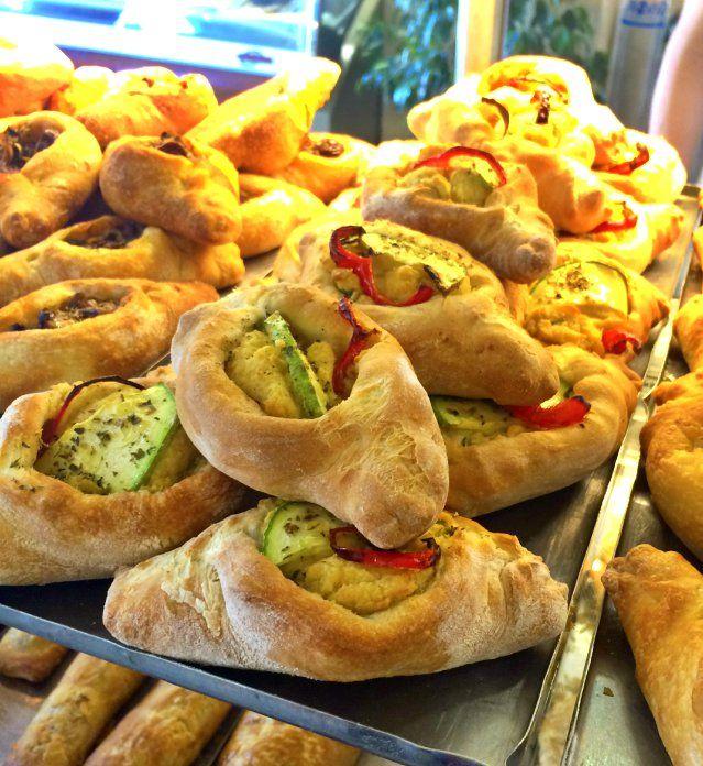 Breakfast just got some Mediterranean spirit, with awe inspiring peinirlakia with hummus and veggies.