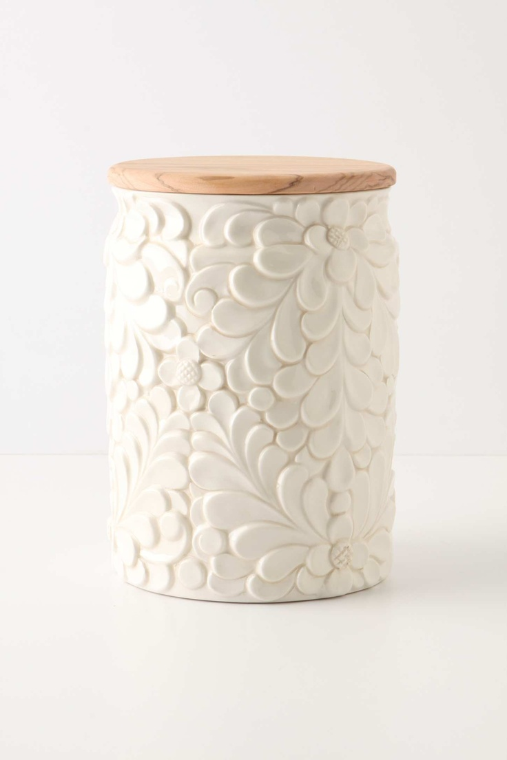 Gorgeous! it can be made with a repurposed can decorated with clay and paint it white.