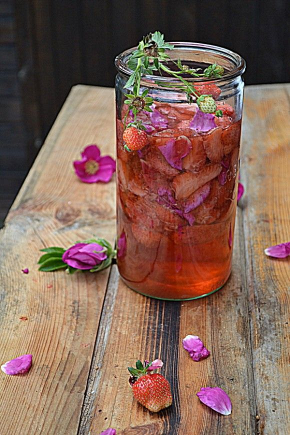 Kordiał z truskawek i płatków róż