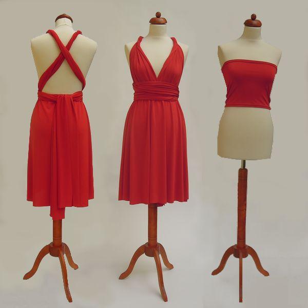 Krátké červené Convertibles® šaty 💃 ❤️ #cervenesatyconvertibles Každé #satyconvertibles mají k sobě bolerko/top ve stejné barvě, které si můžete vzít přímo na tělo nebo použít jako krycí díl vašeho vlastního spodního prádla. Šaty ale můžete nosit i bez něj a nechat tak vyniknout svá záda. 👌