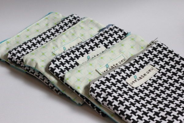 This is a super basic tutorial for lined zipper pouches.  They are great for everything!