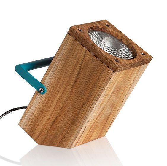 Luminária de madeira com alça fica na vertical, horizontal e diagonal