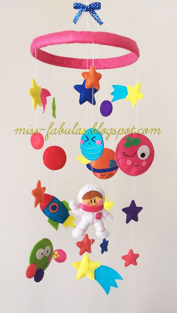 Decorative baby cot cradle crib mobile astronaut por MissFabulas