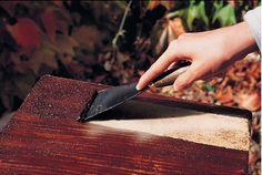 Bicarbonate de soude : Voici Un Décapant Naturel Pour Bois qui laisse une…