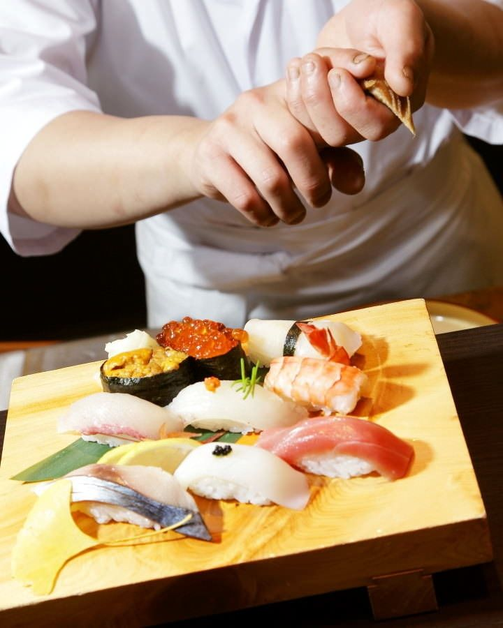 There are many conveyor belt sushi restaurants in Fukuoka that offer high quality fresh seafood, thanks to Fukuoka facing the sea. Here are 5 selected conveyor belt sushi restaurants in Fukuoka.