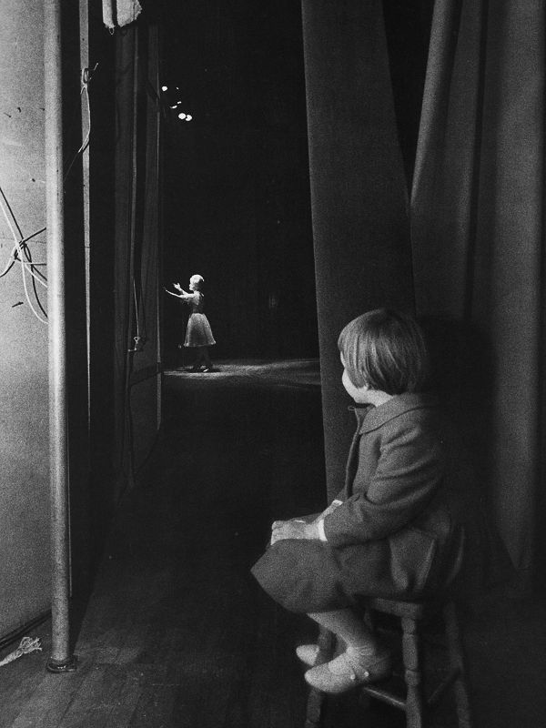 Carrie Fisher watches her mom on stage at the Riviera Hotel in Las Vegas in 1963.  Debbie Reynolds die...
