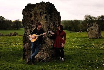 Minstrel Season op de Mystical Fantasy Fair. Minstrel Season is een Nederlands folkduo en speelt een combinatie van eigen werk en traditionele muziek in middeleeuwse en Keltische stijl.