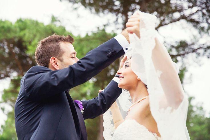 #wedding #weddingart #wedding_day #weddingphoto #weddingphotos #weddingplaner #weddingplaning #weddingportrait #weddingphotographer #dugun #discekim #dugunhikayesi #dugunfotografi #canon5dmarkiii #cigdememir #chicvintageweddings #bridetobe #beautywedding #brideandgroom #bride #vscoturkey #igersmood #ig_mood #instagood #vscoaward #fearlessphotographer #igersmood #bnw_life #trashday