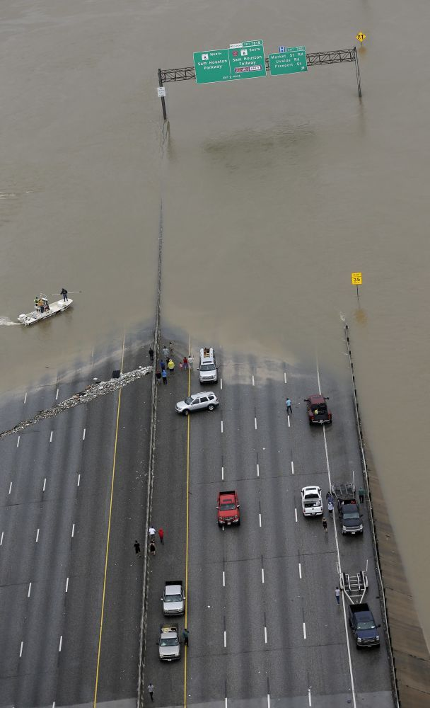 Interstate 10 is closed due to floodwaters from Tropical Storm Harvey Tuesday, Aug. 29, 2017, in Houston. (Photo: David J. Phillip/AP)