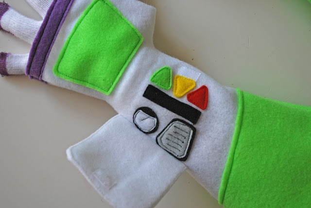 WOW! Buzz Lightyear glove tutorial!!!  @Honey Mommy {aka deb}  @Ruthie Hamilton  thought you would like this!