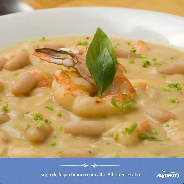 Sopa de feijão branco com alho e salsa