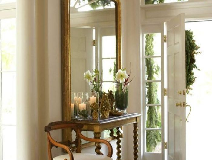 miroir-d-entree-chaise-et-petite-console-cadre-dore