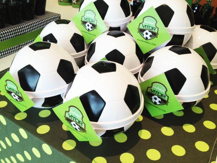 Personalize o Porta-mix Bola de Futebol e use como lembrancinha em festas temáticas.