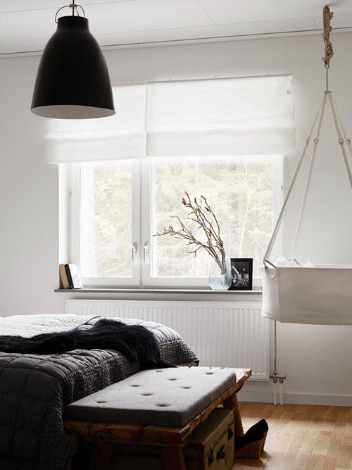 Home tour intérieur suédois. Un appartement très élégant.  Chambre des parets, avec berceau suspendu, type balançoire.