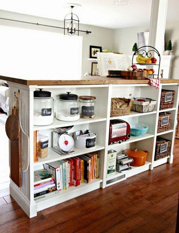 Île Bricolage Cuisine.  Cette île de cuisine se compose d'un bloc de boucher IKEA et trois bibliothèques BILLY.  Vous pouvez aussi donner l'île un look plus personnalisé avec moulures et lambris sur le côté.  Voir plus de détails