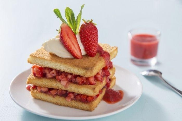 Recette de Mille feuille fraise et brioche, coulis fraises et menthe