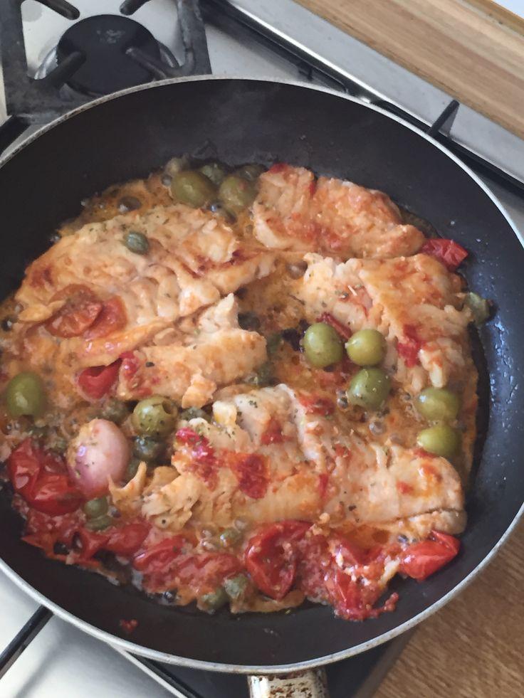 Filetti di cernia con pomodorini olive e capperi