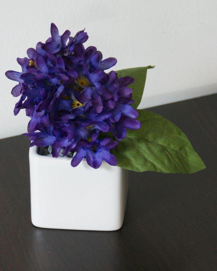 Violet magnific #aranjament #flori #artificiale #floriartificiale #decoratiuni #cadou #unicat #lila #mov #infrumusetare #casa #birou #flowerstagram www.beatrixart.ro