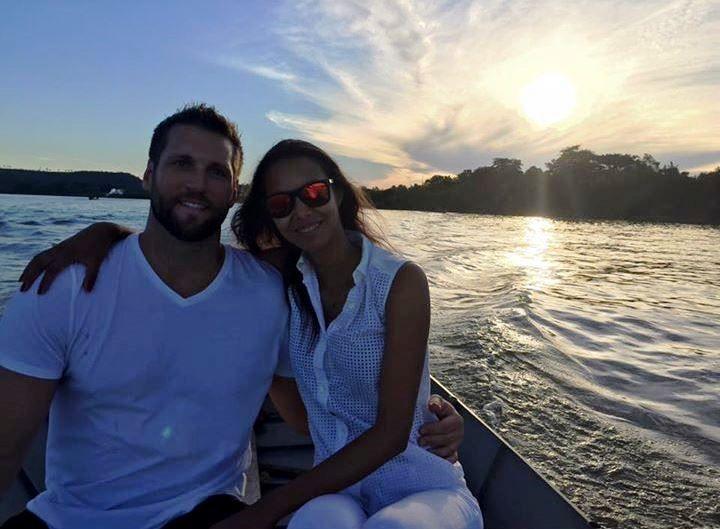 LAÍS RIBEIRO e o namorado no Brasil