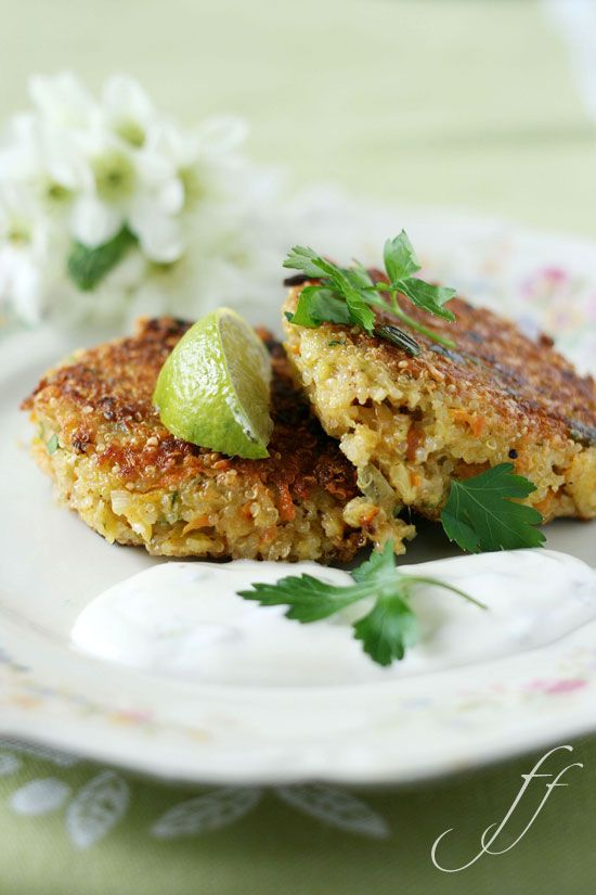 Quinoa-Burger with mozzarella