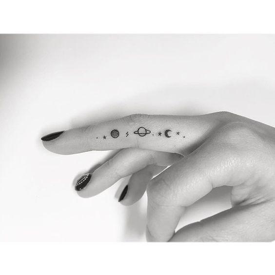 50 erstaunliche Finger Tattoo Designs, die Sie mögen – Seite 5 von 50 – #Design…