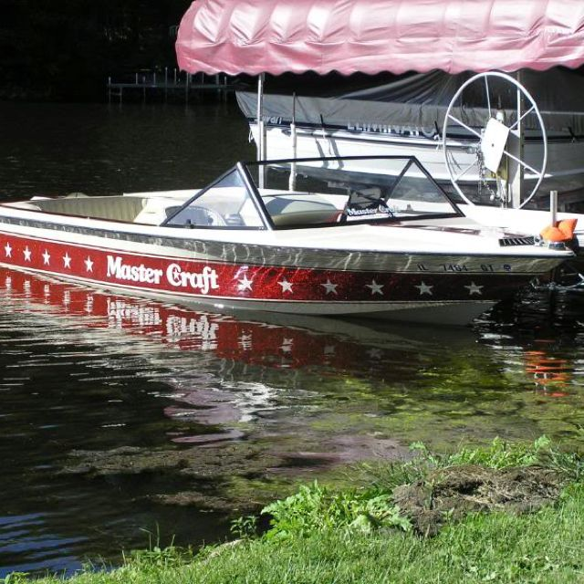 1982-85 Mastercraft - stars and stripes. Best ski boat in its day <333  OMG love this boat so much