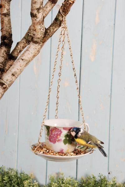 Kerámia teáscsésze alakú madáretető különböző színben.