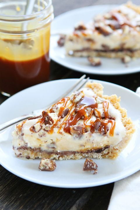 Twix Ice Cream Pie Recipe on http://twopeasandtheirpod.com Shortbread cookie crust with…