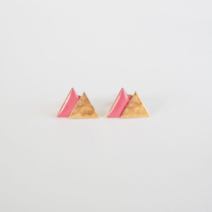 Boucles d'oreilles puce montagne rose poudré et or #minimaliste #boho #geometric