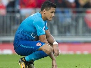 Alexis Sanchez 'likes' Twitter post claiming star will stay at Arsenal