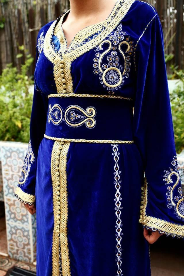 Caftan Marocain TEC003 Robe Mariage Bleu Roi et Or en velours 3 pièces Takchita via Halima Boutique. Click on the image to see more!