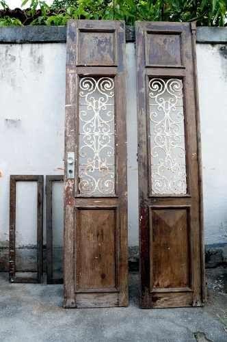 Porta Demolição Antiga De Madeira De Lei - R$ 1.500,00