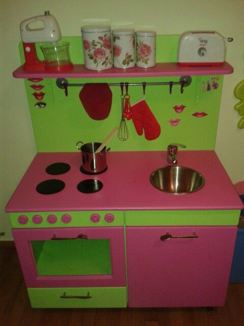 Who is cooking? A kitchen for kids!