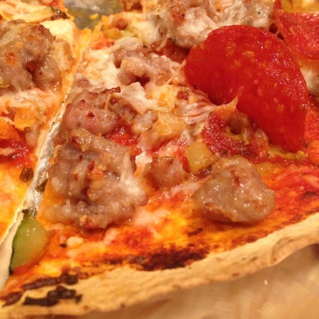 Hausgemachte Pizza leicht gemacht! Verwenden Sie große Tortillas für die Kruste und Toast …