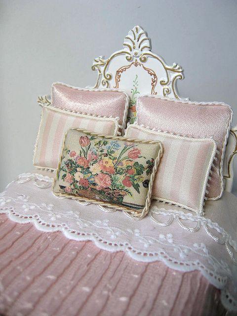 Dollhouse Miniature Bedroom