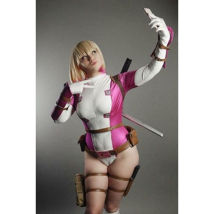Selfie Gwen! . . #photoshoot with @greenphantomphoto . . Can't wait to see more! I'll get to show off my Gwen hood once I get more of the shots back! In the meantime have another with the wig on! . . . Suit by @cheyennejazwiseofficial. . . #gwen #gwenpool #gwenpoole #gwendolyne #selfie #selfiegwen #gwenselfie #cosplay #cosplayer #wig #photo #model #marvel #marvelcomics #marvelcosplay #girlswhocosplay #nerdlife #nerdgirl #geekgirl #duckface #kiss