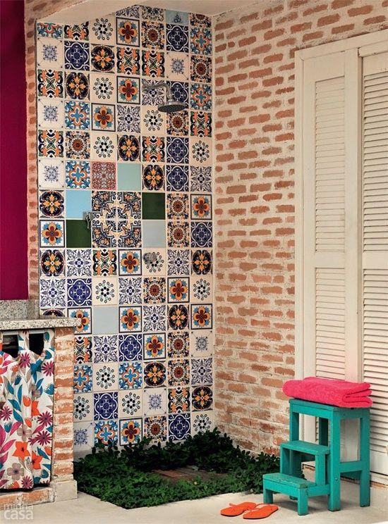 pared de azulejos calcareos va muy bien con pared de ladrillos