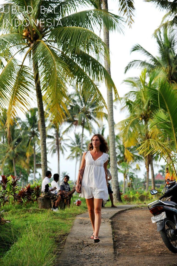 Balin maagisin paikka on Ubud  Herää aikaisin, ainakin kerran. Lähde kävelylle riisipeltojen vierelle ennen päivän kuumuutta, jolloin aurinko on vasta häivähdys palmujen takana. Vaikka Ubudin keskustaan olisi vain muutaman sadan metrin matka, rauha on taattu.  http://www.exploras.net/uudet-tekstit#/balin-maagisin-paikka-on-ubud/