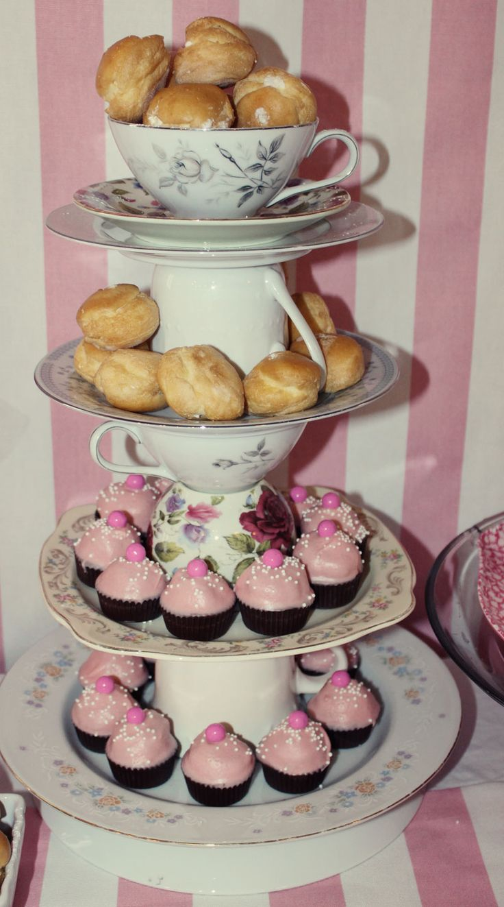 How cute is this made from thrift store plates/ teacups? Would be awesome for a tea party or Mother's Day lunch?