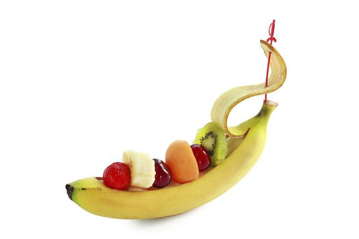 Das Bananaboat: Eine vitaminreiche Mischung an Bord der MS-Banana! Schale aufschneiden, mit einem Spieß am Bug feststecken und dann heißt es Erdbeere, Kirsche, Melone oder auch Kiwi ab an Deck!